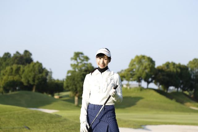 冬 ゴルフ 女性 服装