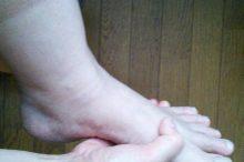足の指の付け根が痛い